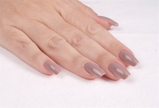 I applied CND Shellac Field Fox to all five fingernails.