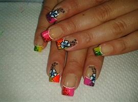 nail art: RAINBOW FLOWERS!!