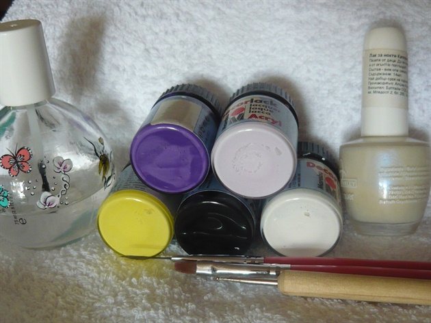 You will need: light purple base coat polish, white, black, yellow, dark and light purple acrylic paint, flat and detailed brush, dotting tool, top coat.