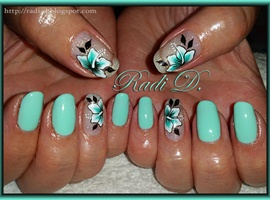 Mint Gel Polish & Flowers