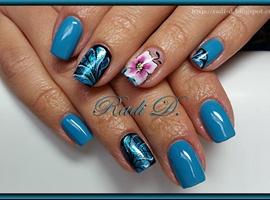 Turquoise gel polish