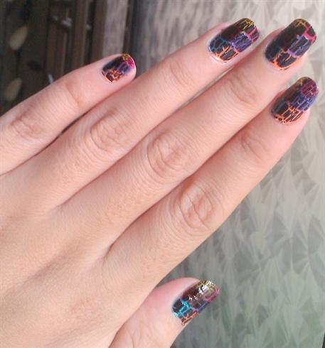 Multicoloured cracking