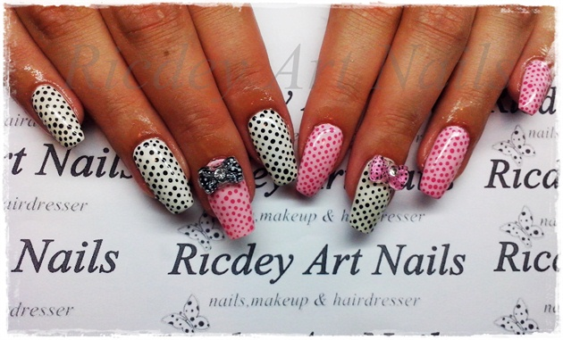 white pink dots