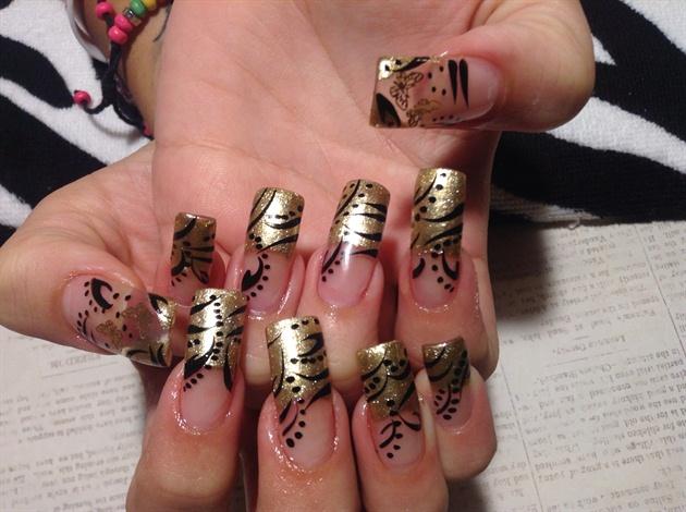 Gold polish nails