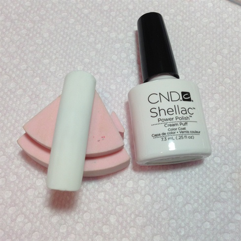 Buff the nail tips surface and apply 2 coats of shellac cream puff and shellac top coat. Cure it each process.