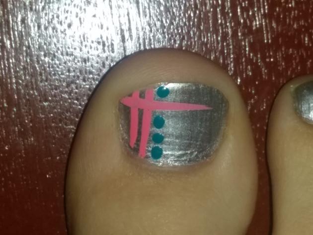 silver toe nail