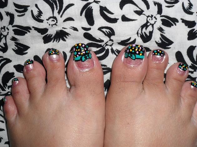 retro bow and polka on toe nails