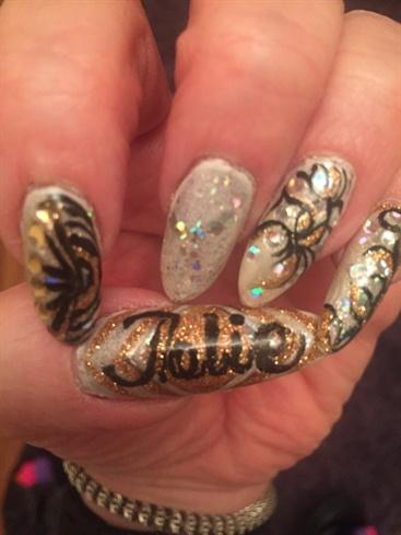 Jolie Party Nails 2