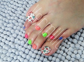 nail art: colorful cheetah