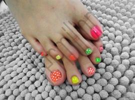 Neon Toes