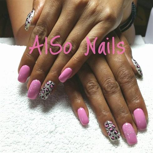 Flower pink gel nails