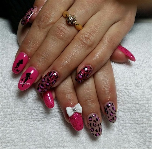 Fuchsia acrylic nails