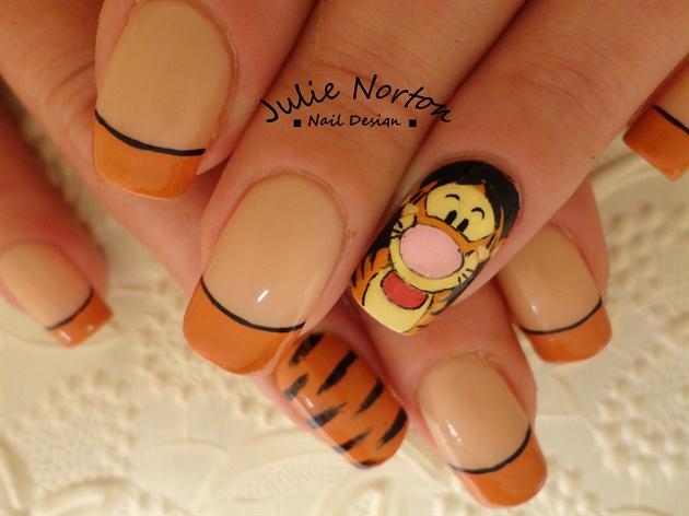 Tigger Nails <3