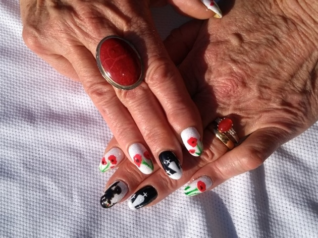 rememberance day nails