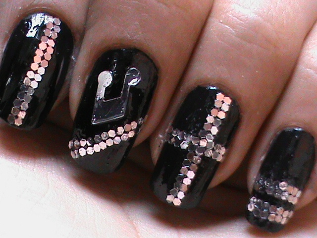 Sequin Nail Art -- Music how to do sequi - Nail Art Gallery