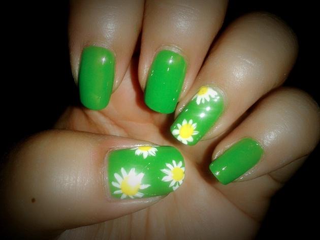 sweet daisy nail art