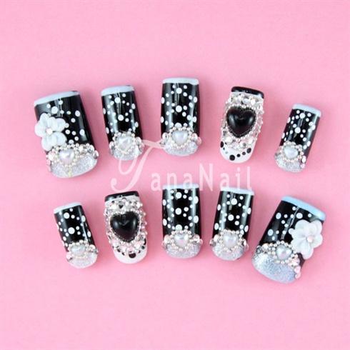 Black & white 3D nails