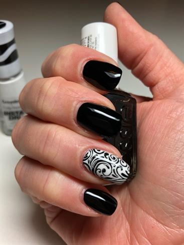Black & White Mani