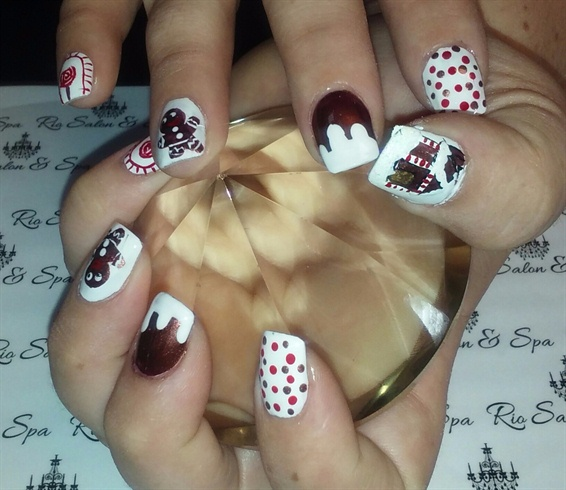 Gingerbread house christmas nail art