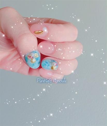 Seashells Manicure