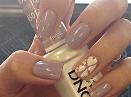 nail art: Pale purple