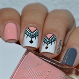 Nail art pink and white