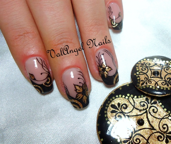 "Nail Art ""Golden Charm"""