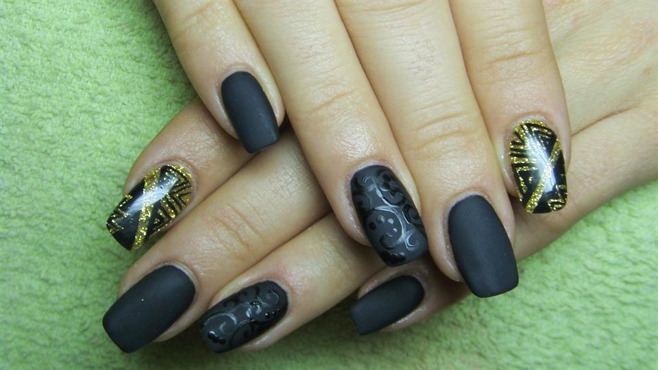 Matte black and gold nails - Nail Art Gallery