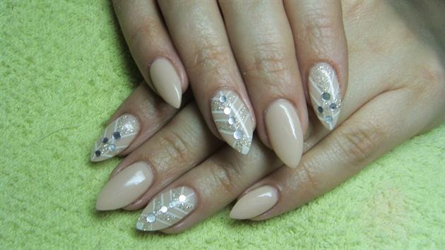 Beige (nude) nails with rhinestones
