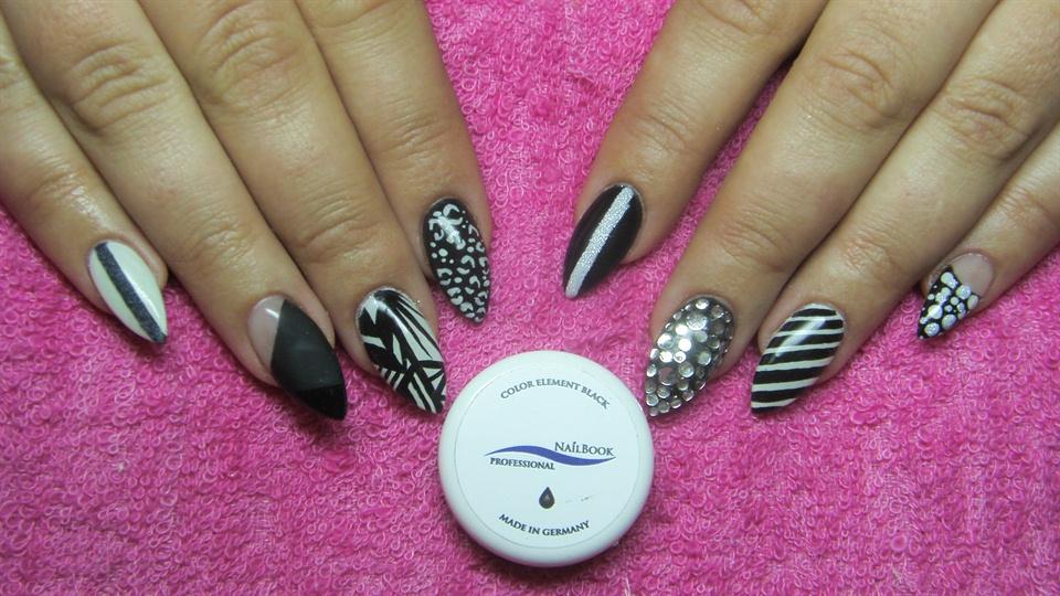 Black and white stiletto nails - Nail Art Gallery