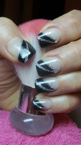Дизайн овальных ногтей мозаика