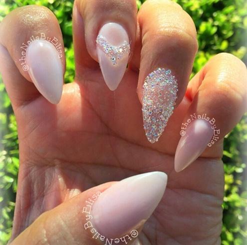 Кристалл пикси на ногтях