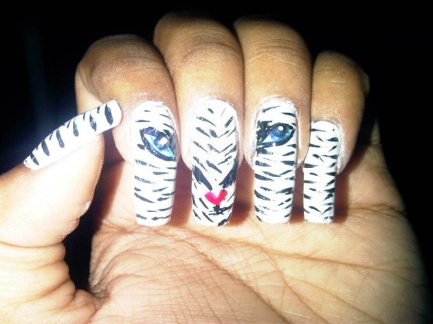 Tiger Face Nail Art