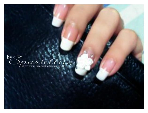 White Flower Manicure