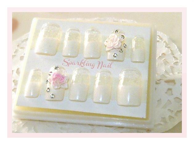 White Flower Manicure (Fake Nails)