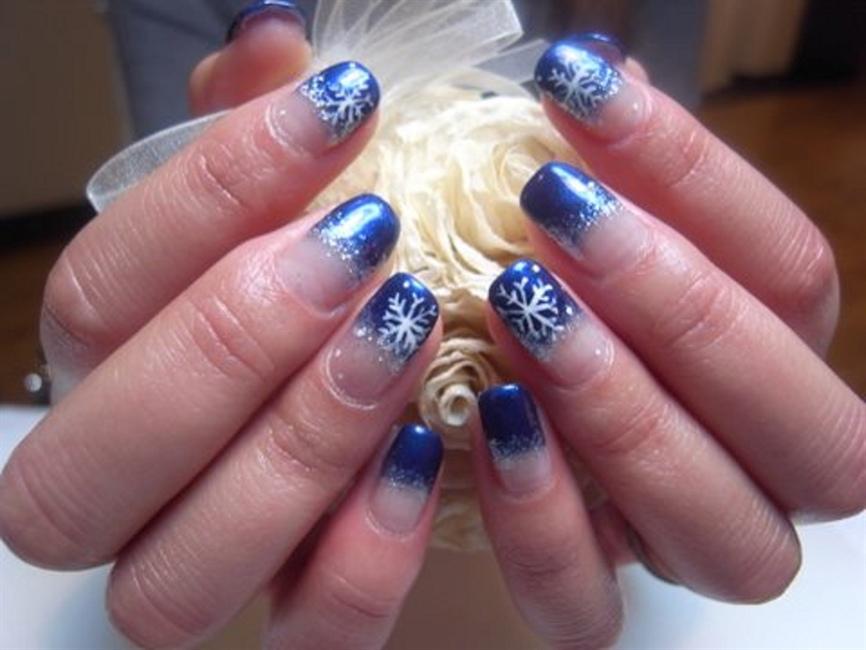 Christmas blue nails - Nail Art Gallery